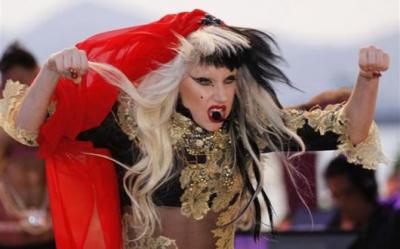 Lady Gaga a invatat ce este sexul cu un penis de lemn